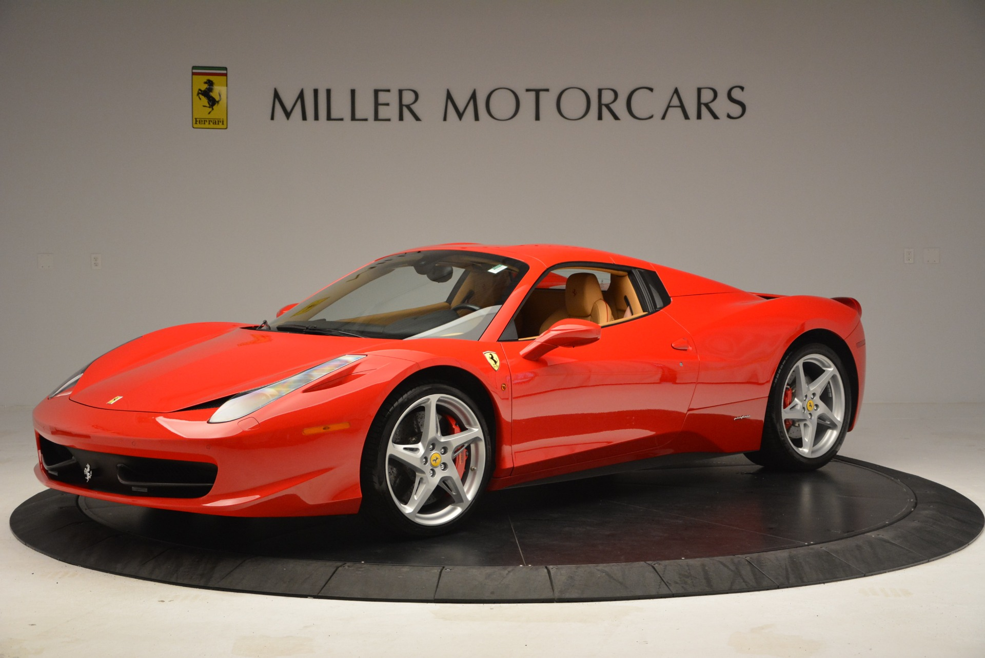 Used 2013 Ferrari 458 Spider  For Sale In Westport, CT 3057_p14
