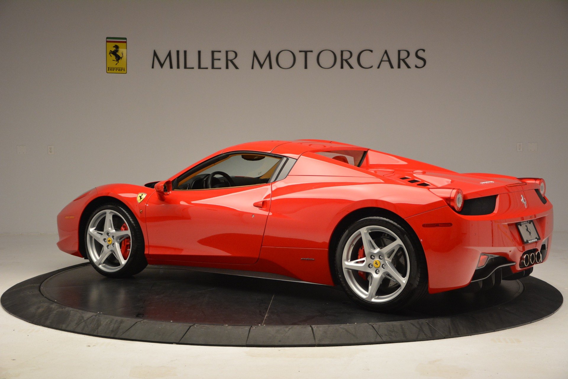 Used 2013 Ferrari 458 Spider  For Sale In Westport, CT 3057_p16