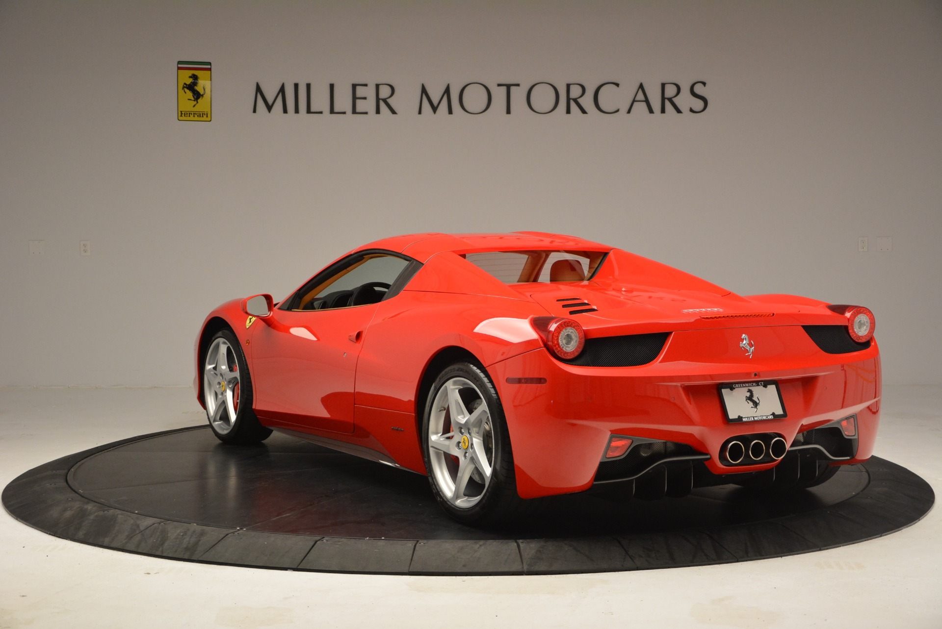 Used 2013 Ferrari 458 Spider  For Sale In Westport, CT 3057_p17