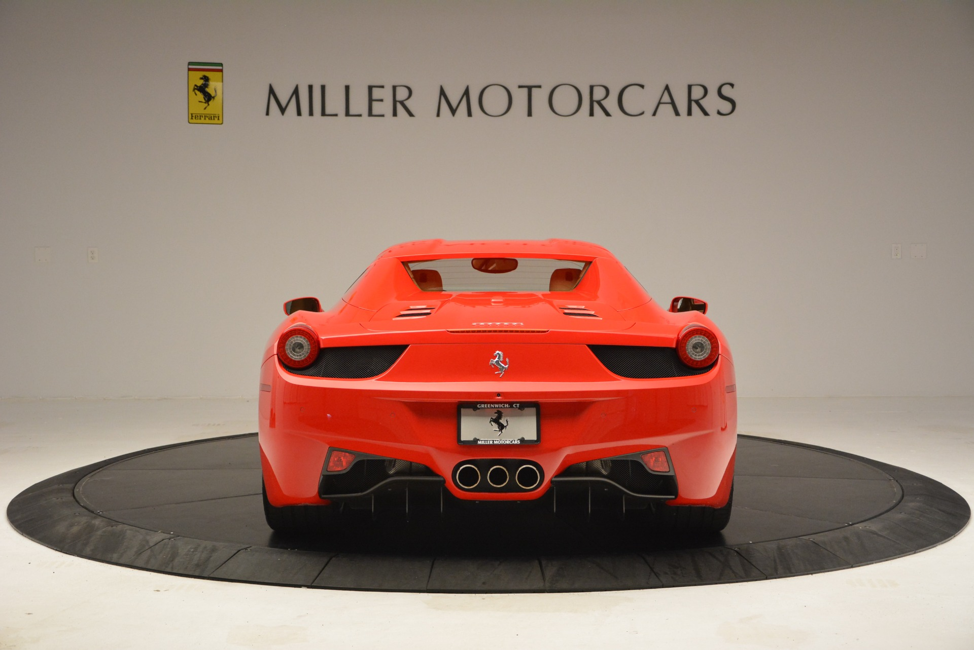 Used 2013 Ferrari 458 Spider  For Sale In Westport, CT 3057_p18