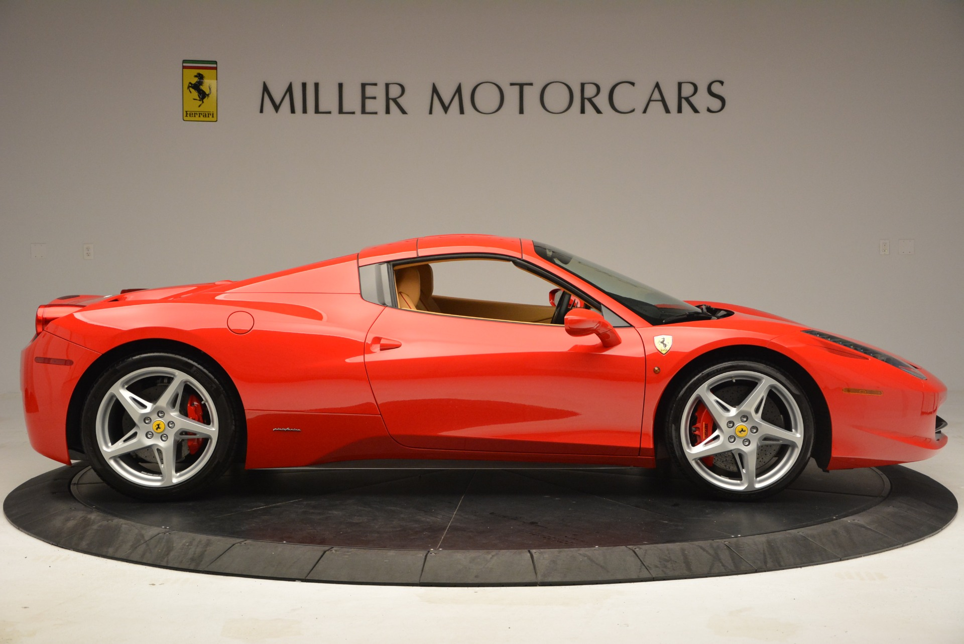 Used 2013 Ferrari 458 Spider  For Sale In Westport, CT 3057_p21