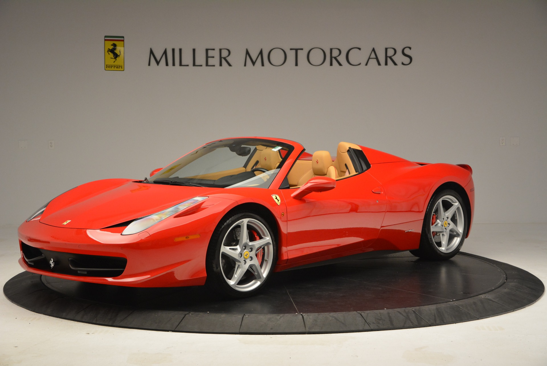 Used 2013 Ferrari 458 Spider  For Sale In Westport, CT 3057_p2