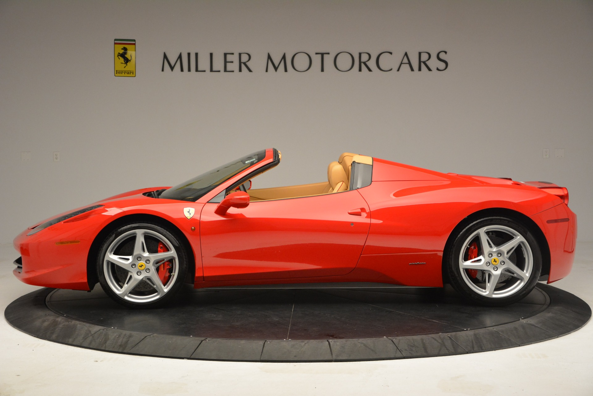 Used 2013 Ferrari 458 Spider  For Sale In Westport, CT 3057_p3