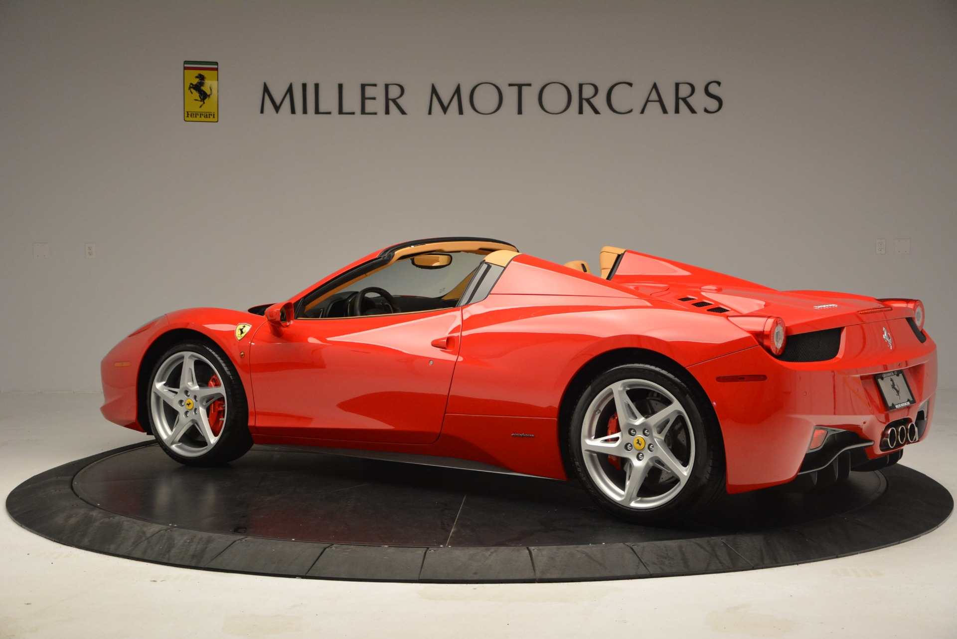 Used 2013 Ferrari 458 Spider  For Sale In Westport, CT 3057_p4