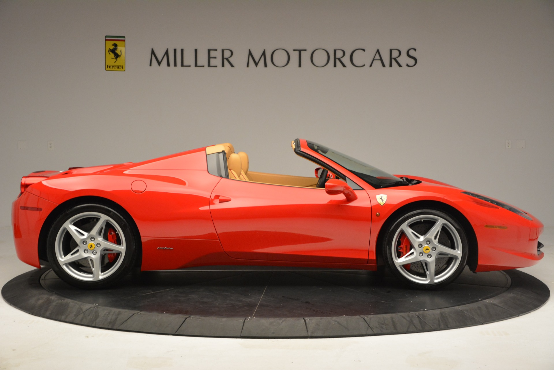 Used 2013 Ferrari 458 Spider  For Sale In Westport, CT 3057_p9