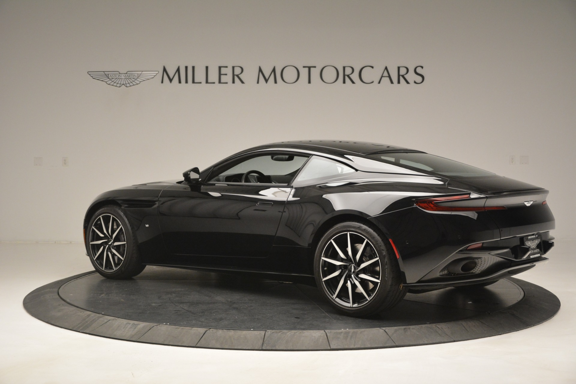 Used 2017 Aston Martin DB11 V12 Coupe For Sale In Westport, CT 3064_p4