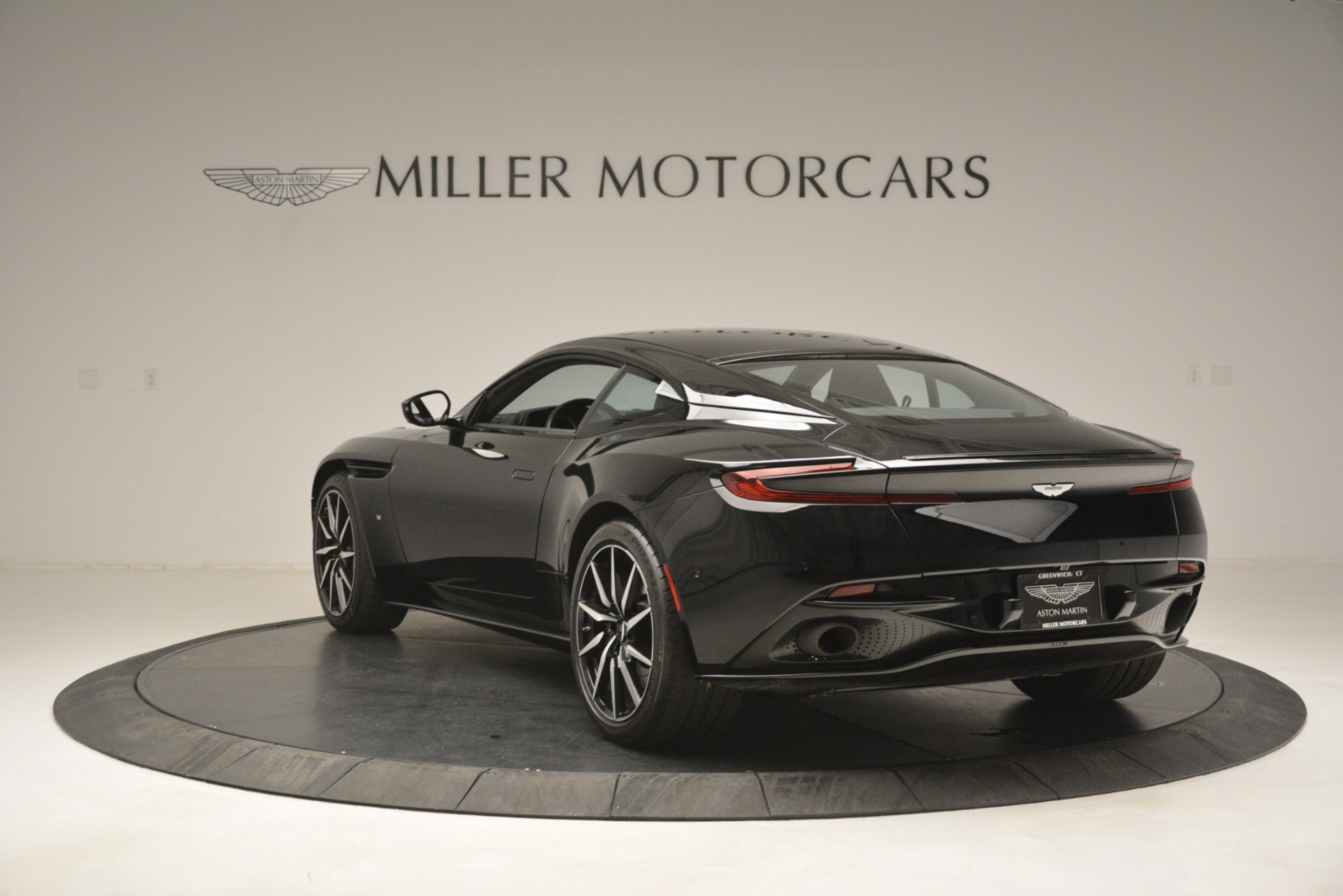 Used 2017 Aston Martin DB11 V12 Coupe For Sale In Westport, CT 3064_p5