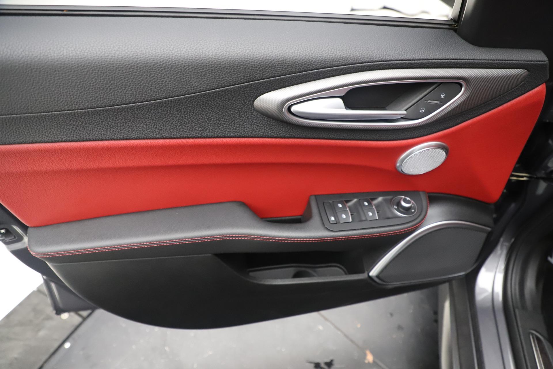 New 2019 Alfa Romeo Giulia Ti Sport Q4 For Sale In Westport, CT 3074_p17