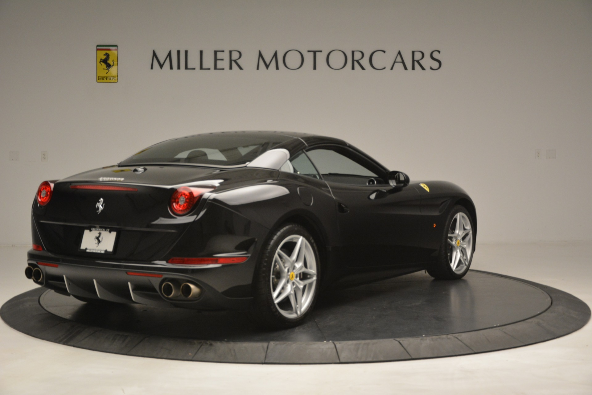 Used 2016 Ferrari California T  For Sale In Westport, CT 3082_p16
