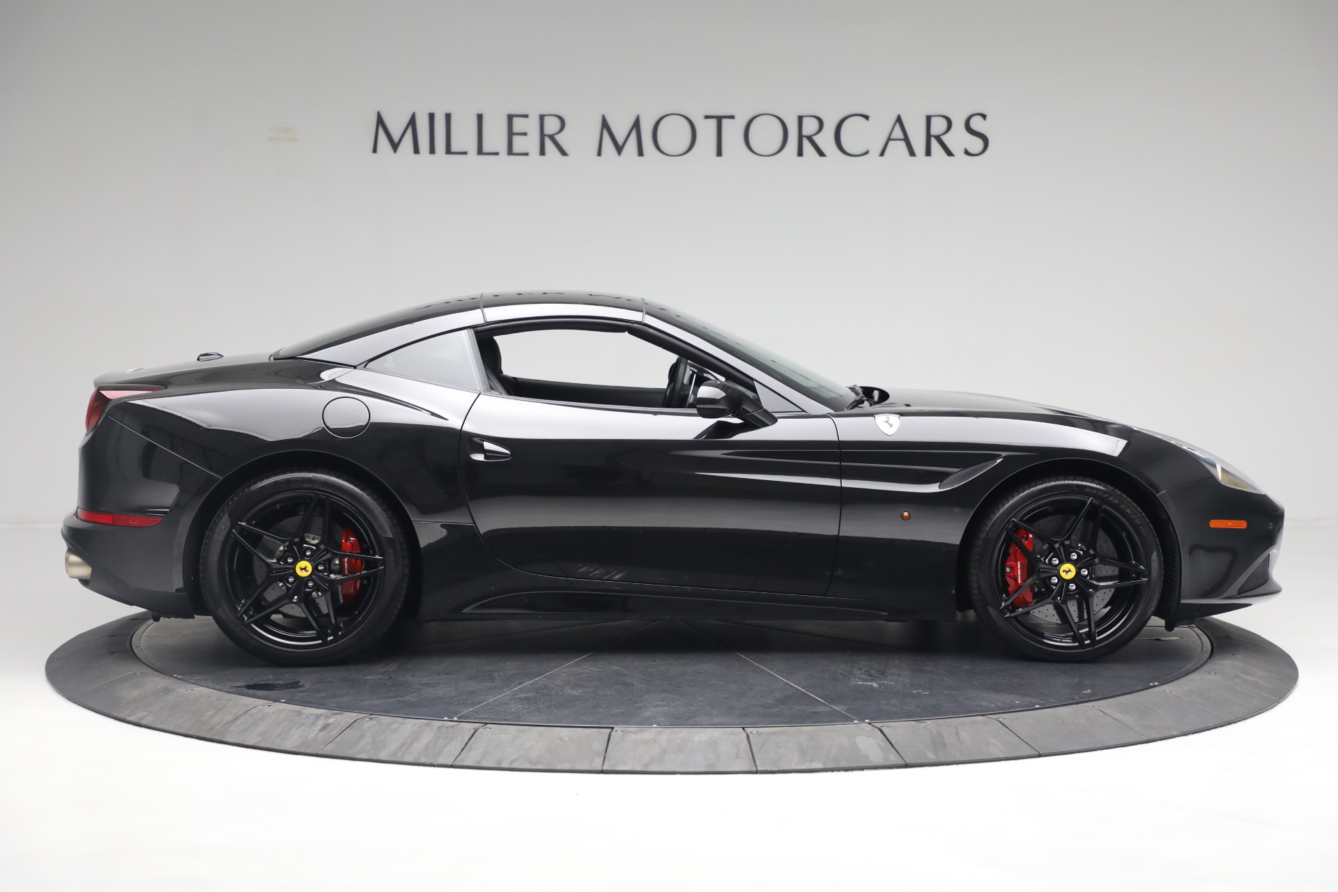Used 2016 Ferrari California T  For Sale In Westport, CT 3082_p17