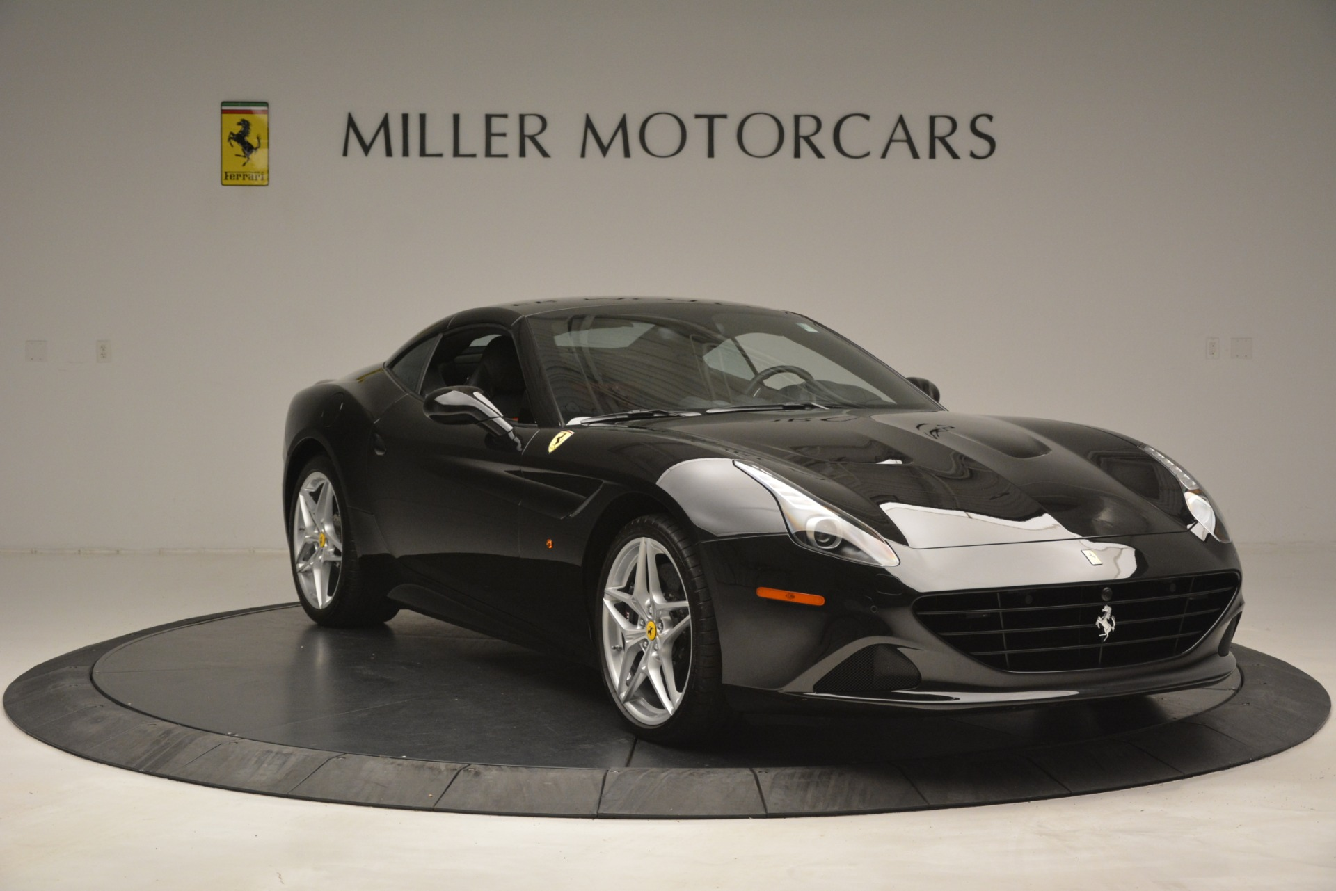 Used 2016 Ferrari California T  For Sale In Westport, CT 3082_p18