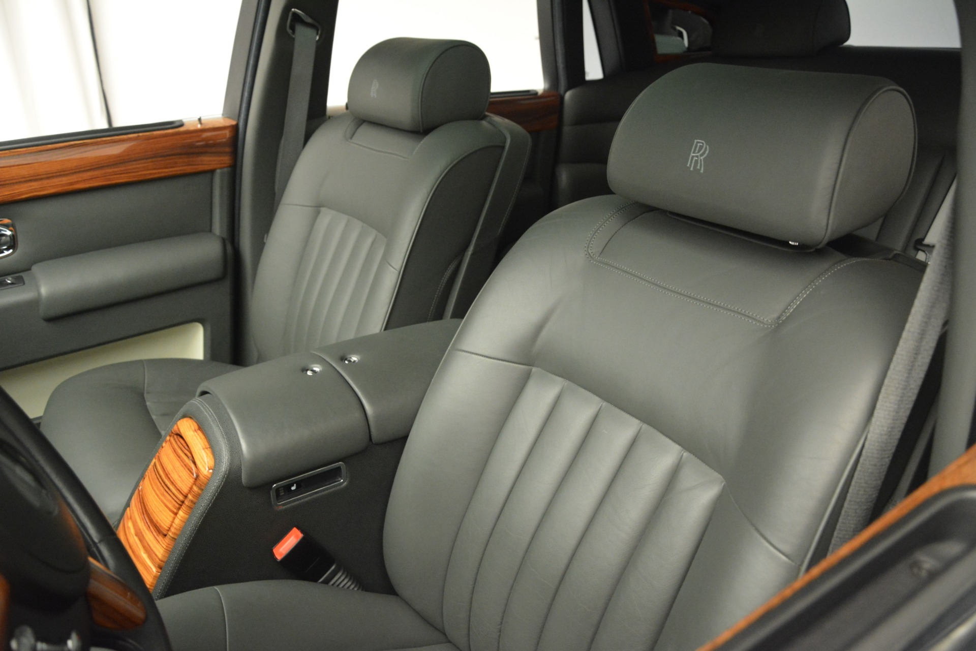 Used 2007 Rolls-Royce Phantom  For Sale In Westport, CT 3089_p17