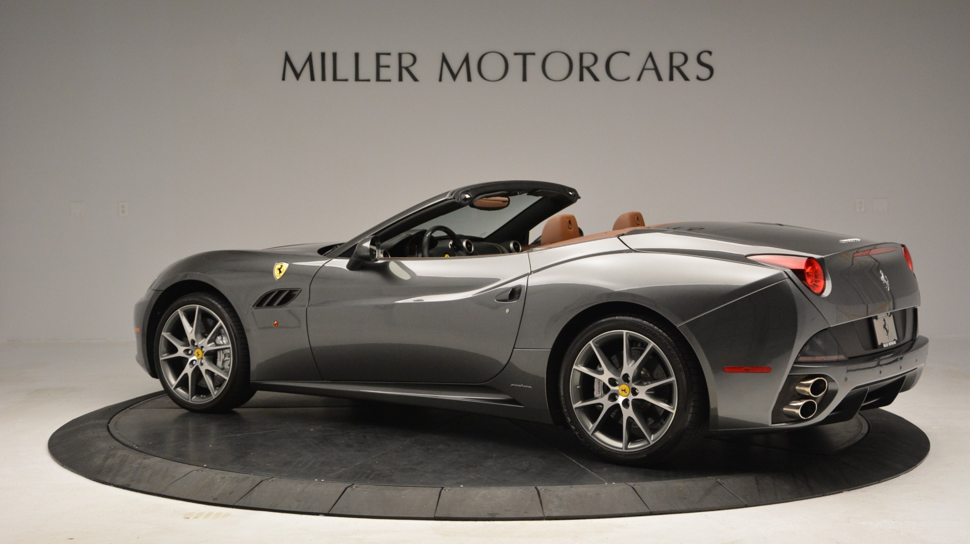 Used 2011 Ferrari California  For Sale In Westport, CT 3101_p4