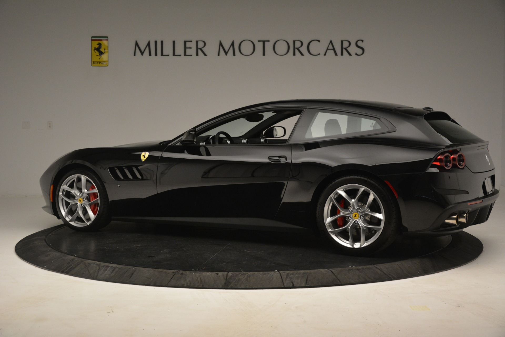 Used 2018 Ferrari GTC4Lusso T  For Sale In Westport, CT 3125_p4