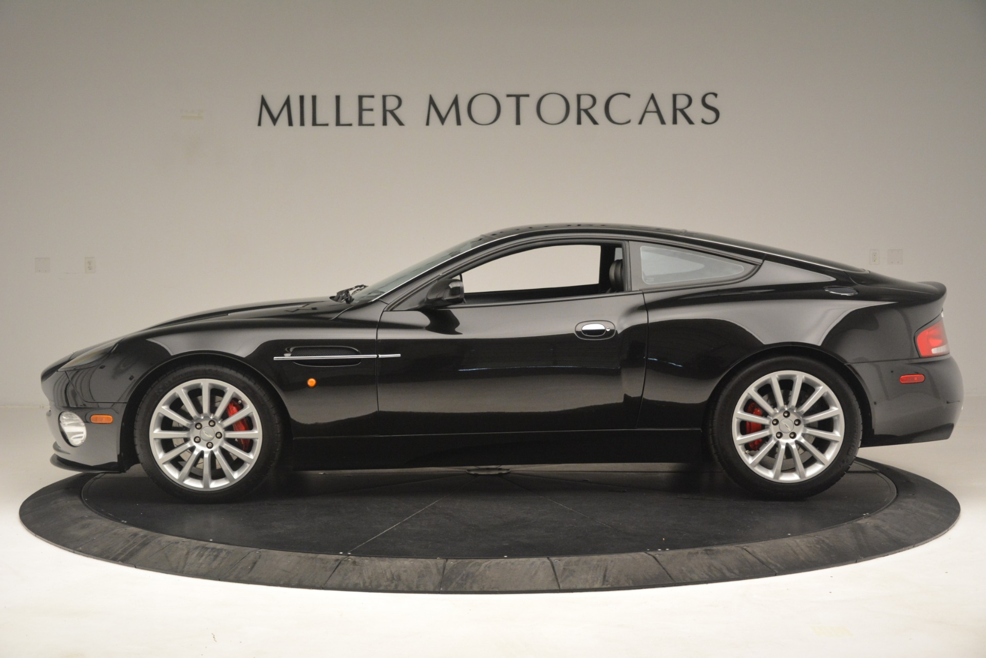 Used 2004 Aston Martin V12 Vanquish  For Sale In Westport, CT 3160_p4