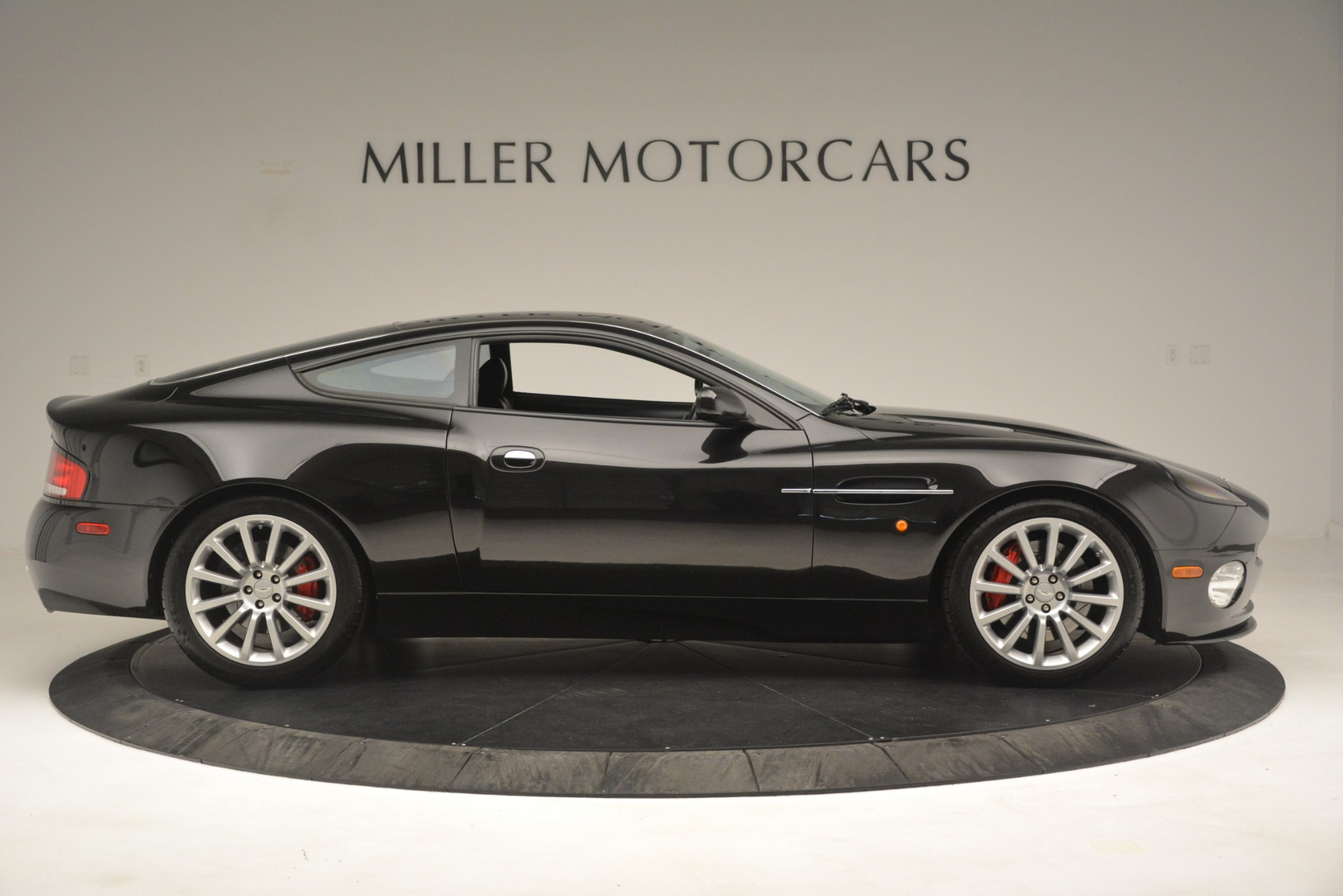 Used 2004 Aston Martin V12 Vanquish  For Sale In Westport, CT 3160_p7