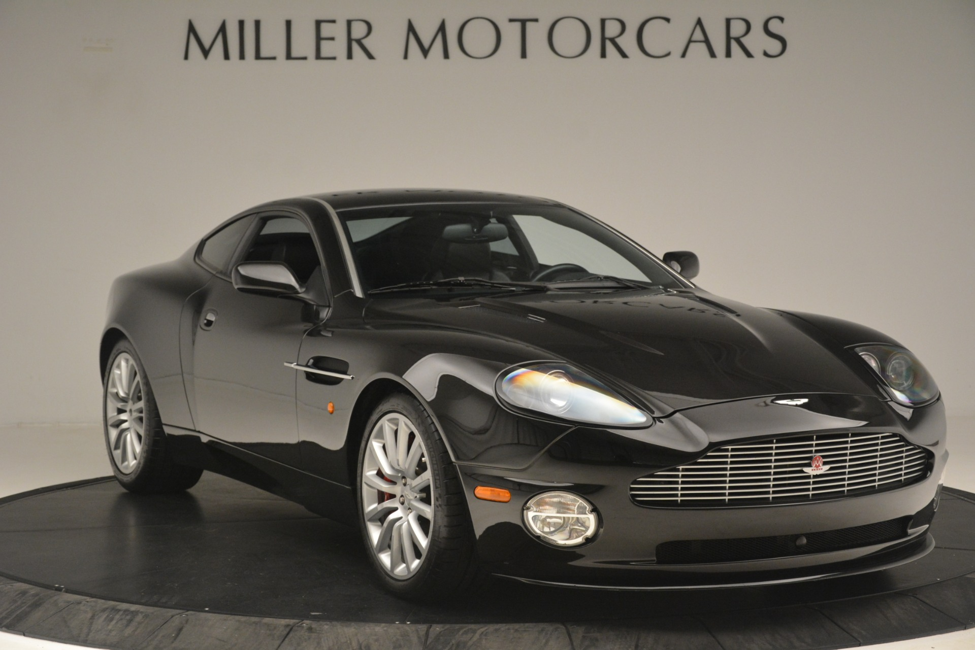 Used 2004 Aston Martin V12 Vanquish  For Sale In Westport, CT 3160_p9