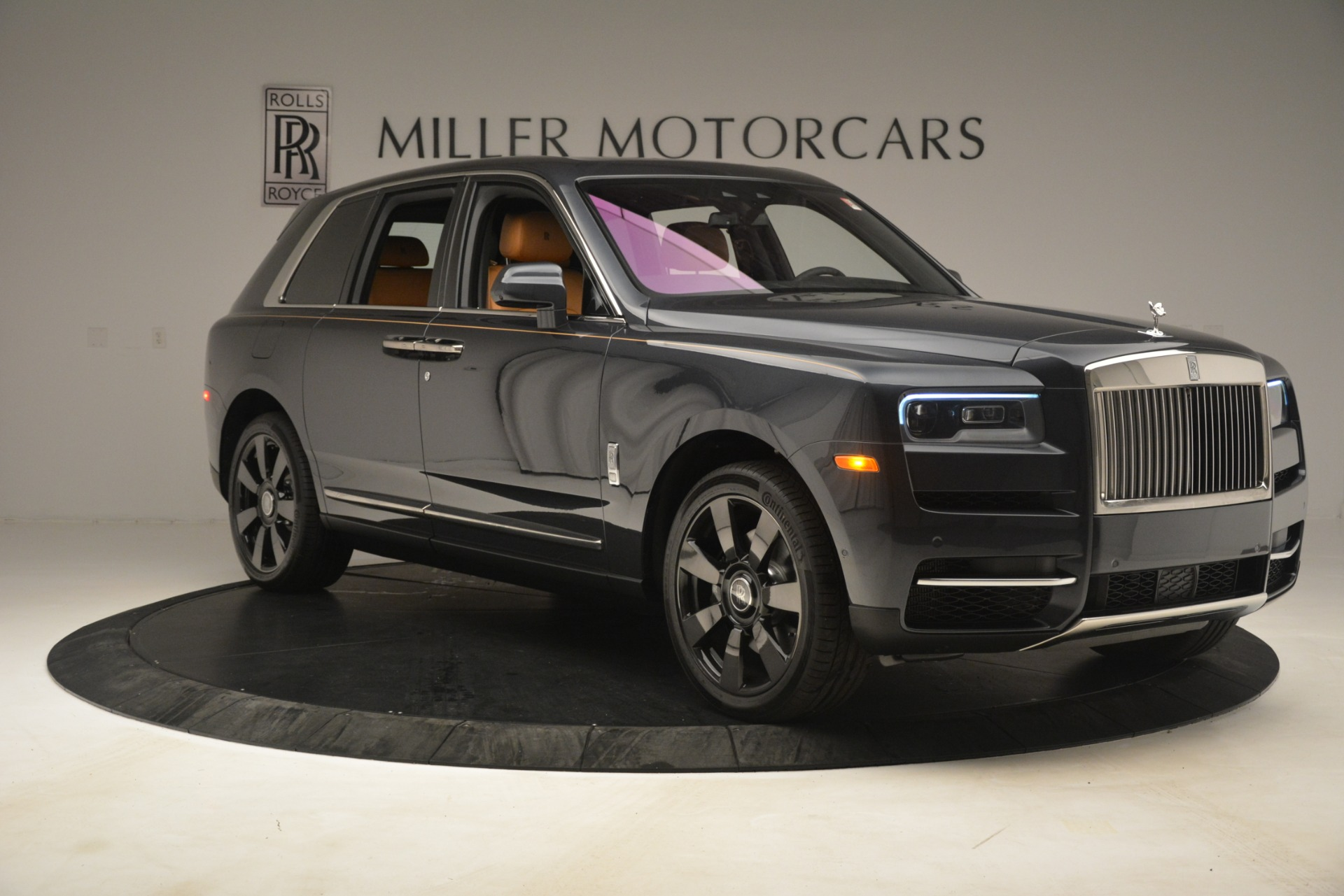Used 2019 Rolls-Royce Cullinan  For Sale In Westport, CT 3162_p13