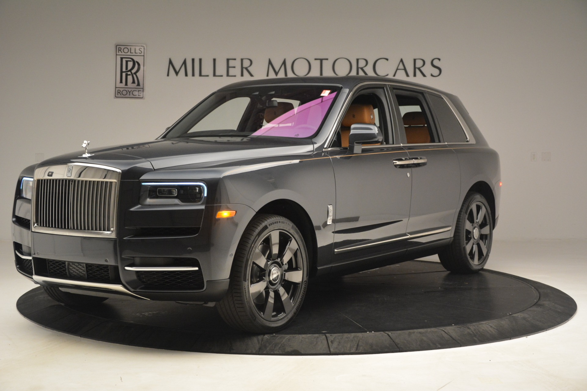 Used 2019 Rolls-Royce Cullinan  For Sale In Westport, CT 3162_p3