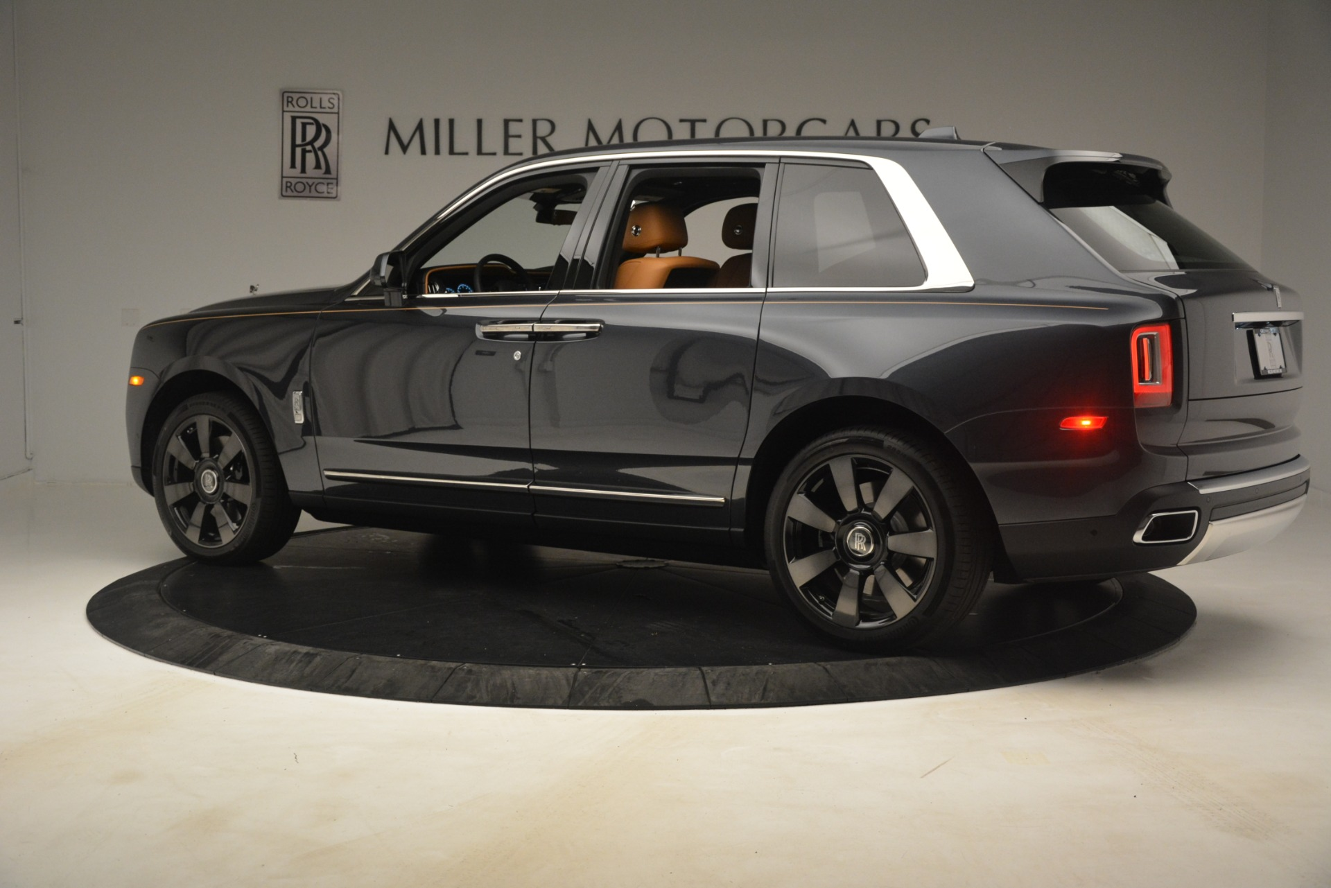 Used 2019 Rolls-Royce Cullinan  For Sale In Westport, CT 3162_p5