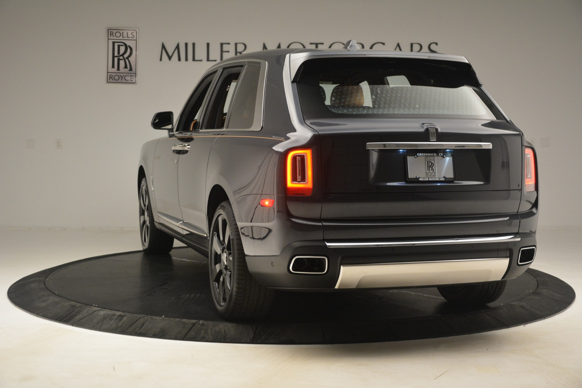 Used 2019 Rolls-Royce Cullinan  For Sale In Westport, CT 3162_p7