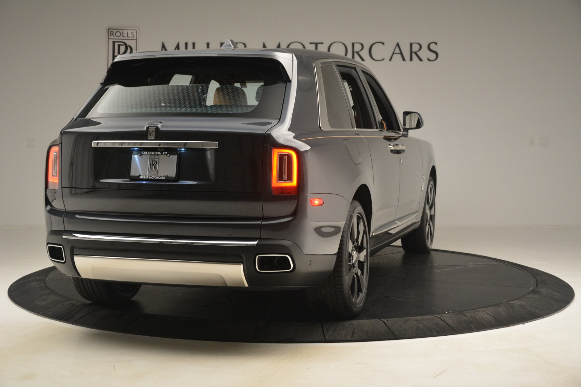 Used 2019 Rolls-Royce Cullinan  For Sale In Westport, CT 3162_p9