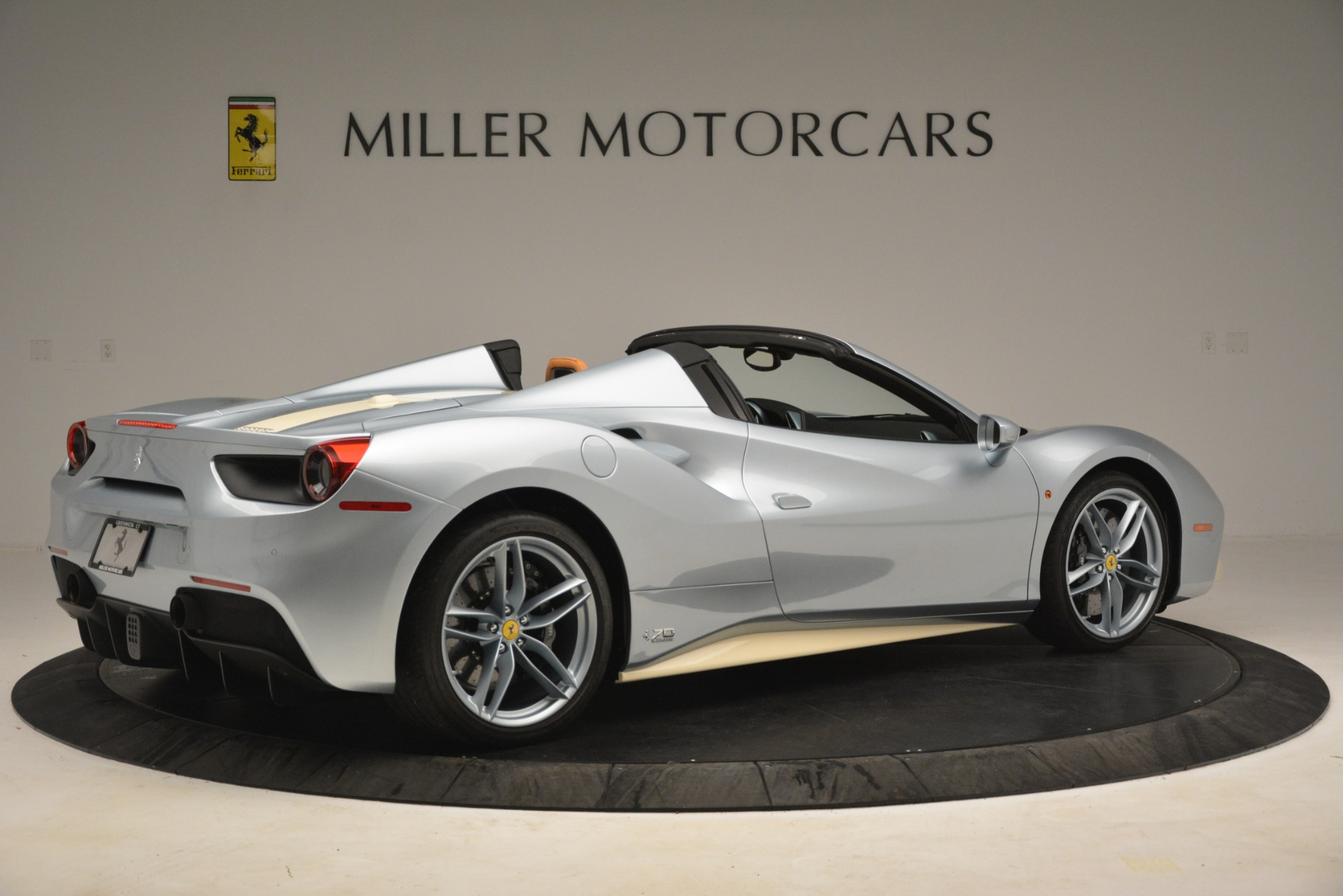 Used 2018 Ferrari 488 Spider  For Sale In Westport, CT 3168_p8