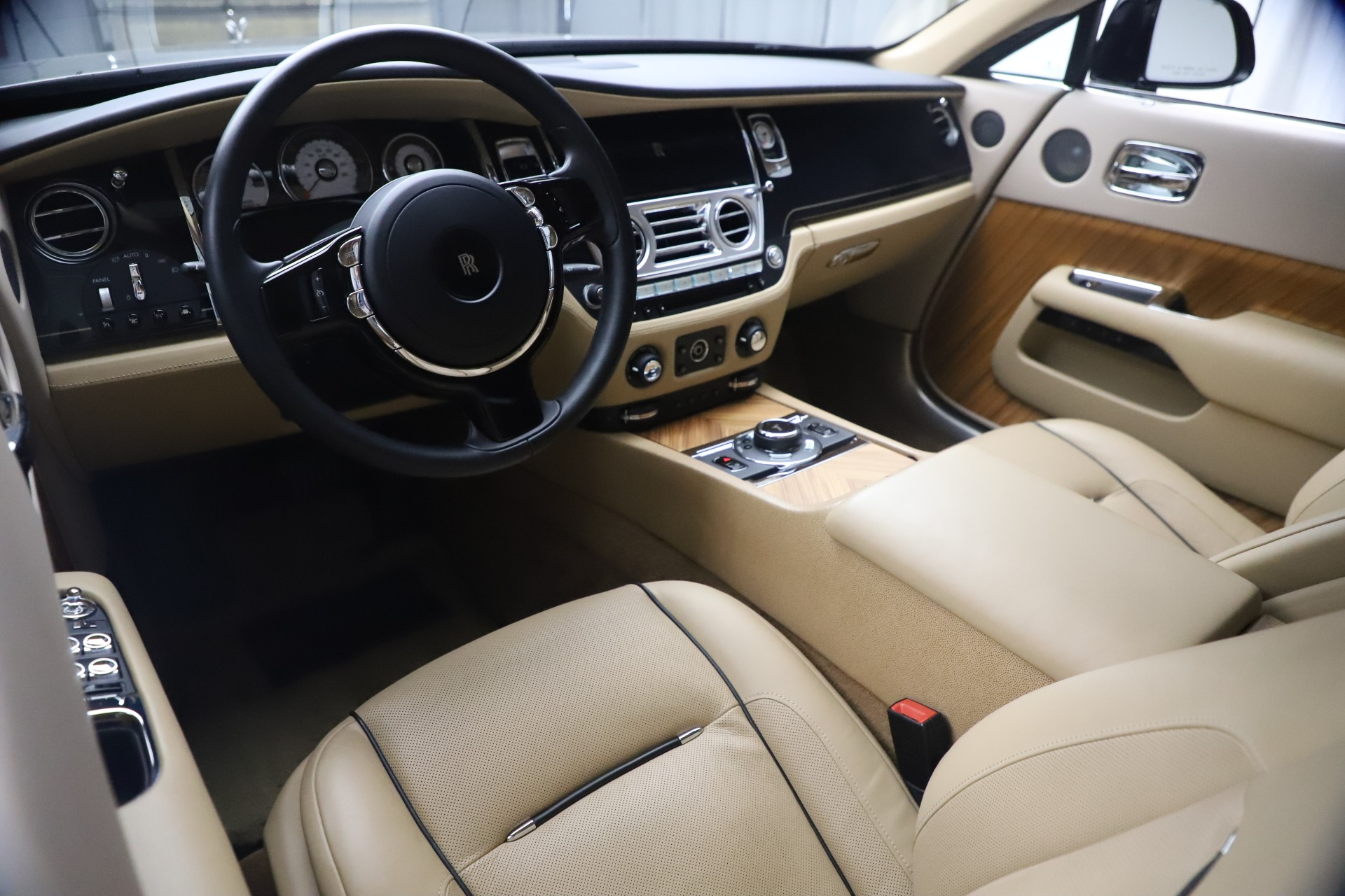 Used 2015 Rolls-Royce Wraith  For Sale In Westport, CT 3184_p19