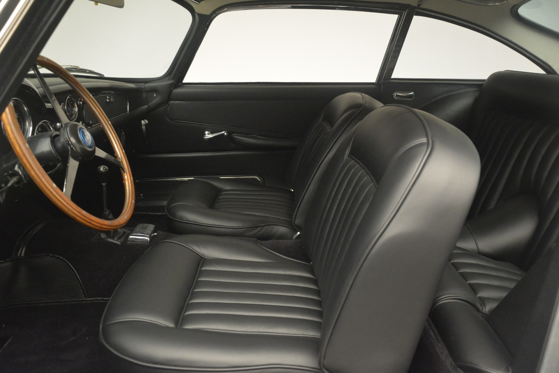 Used 1961 Aston Martin DB4 Series IV Coupe For Sale In Westport, CT 3186_p20