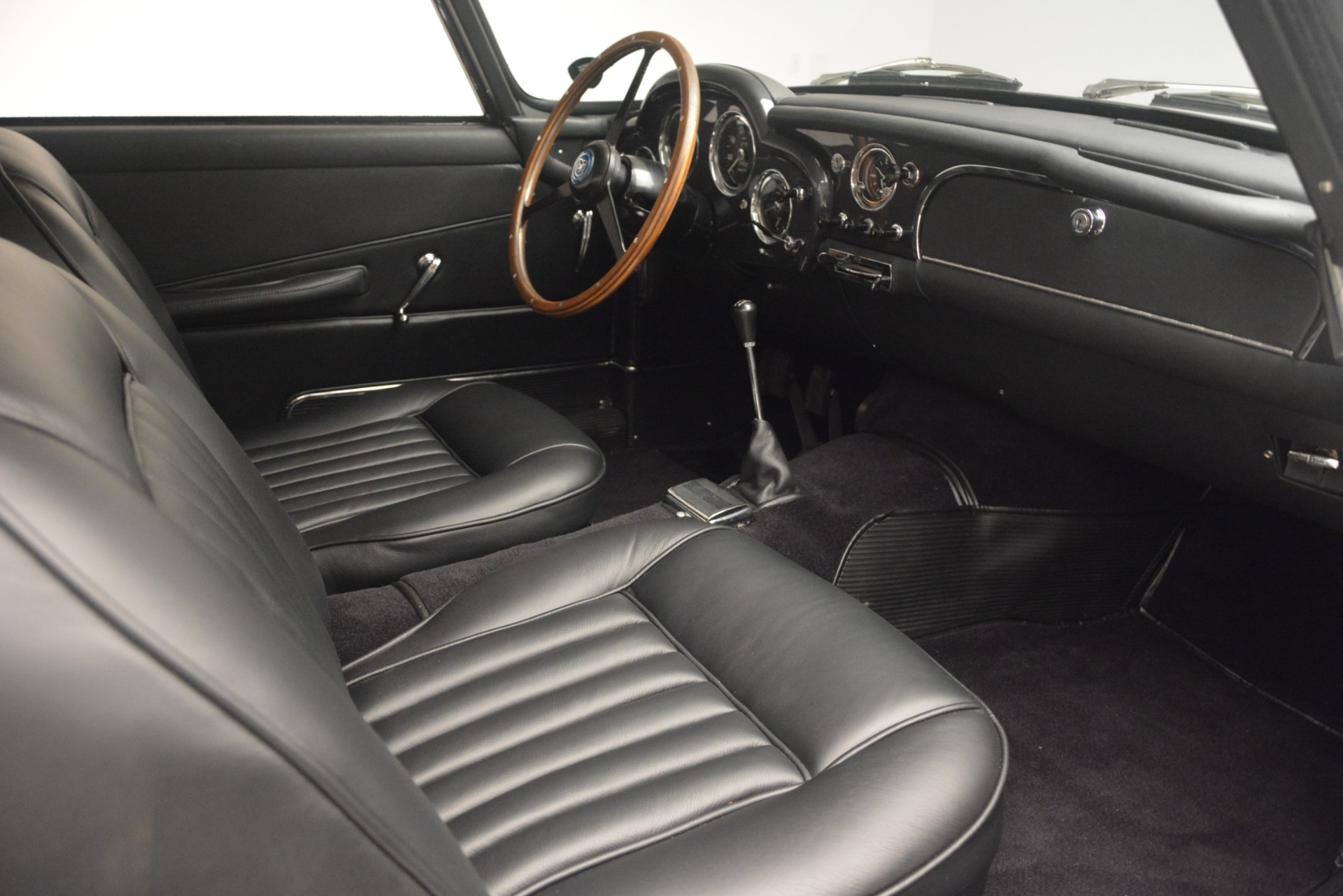 Used 1961 Aston Martin DB4 Series IV Coupe For Sale In Westport, CT 3186_p25