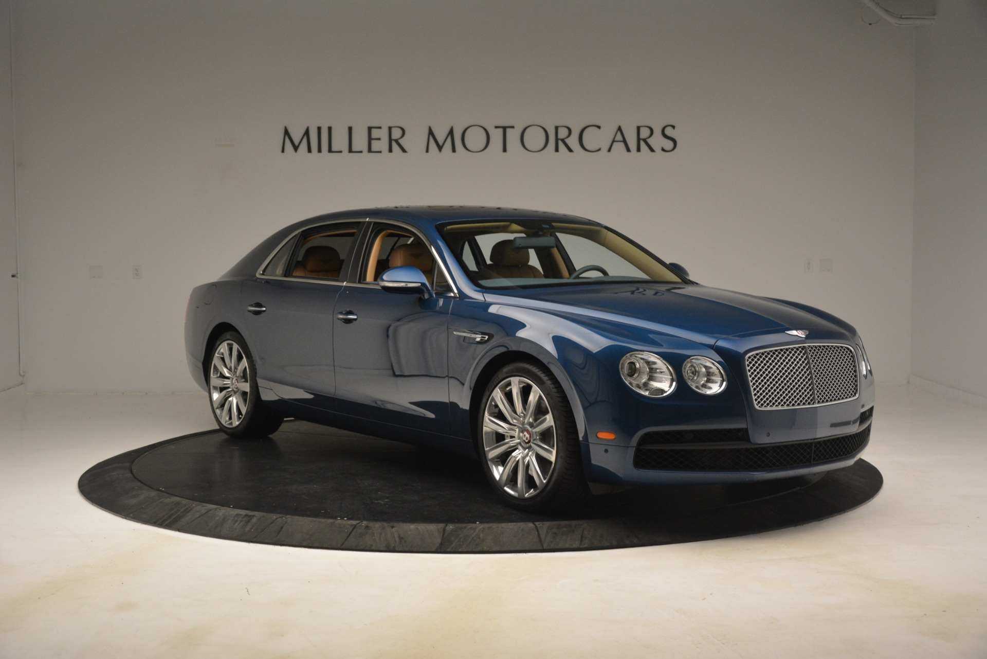 Used 2016 Bentley Flying Spur V8 For Sale In Westport, CT 3195_p11