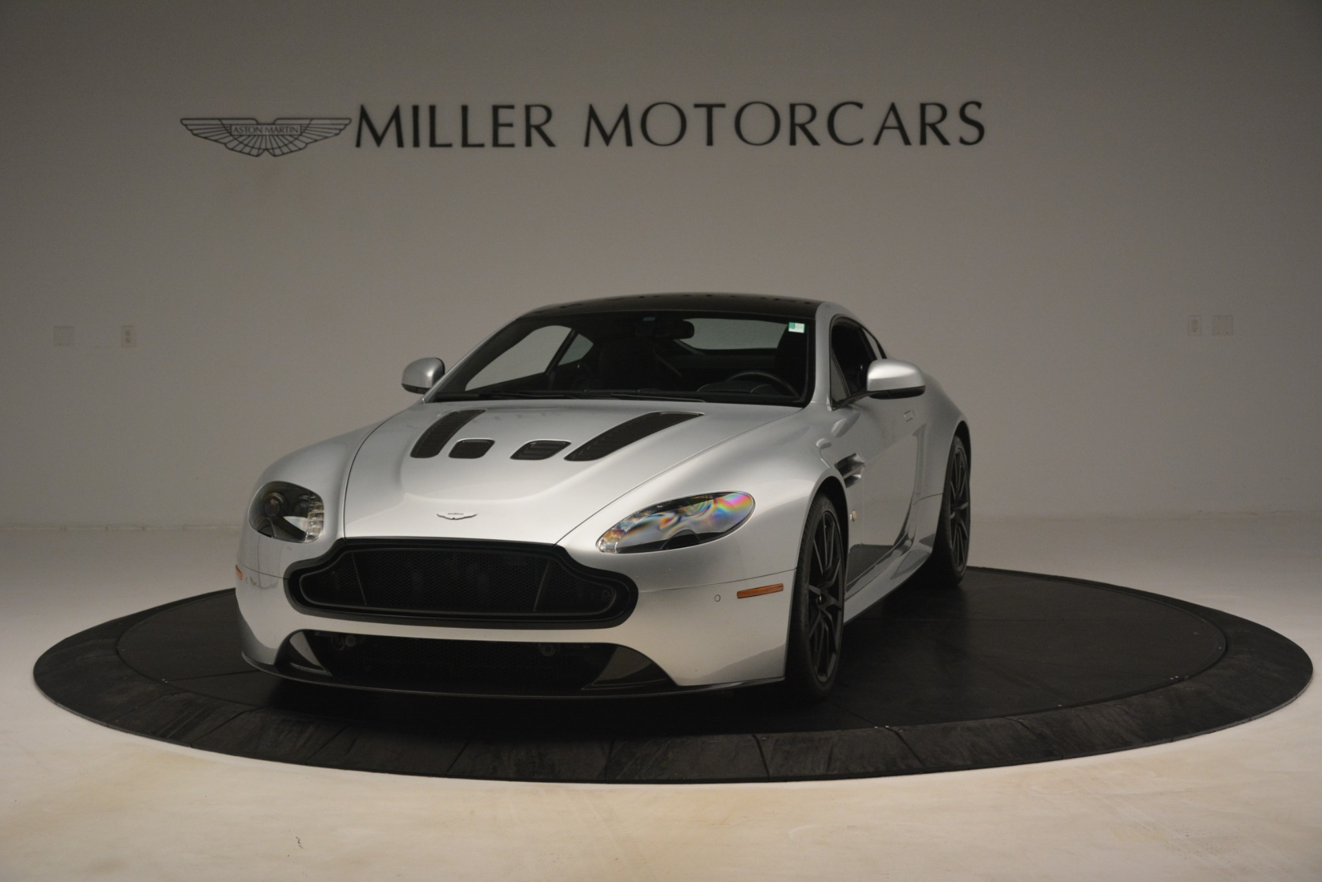 Used 2015 Aston Martin V12 Vantage S Coupe For Sale In Westport, CT 3206_p2