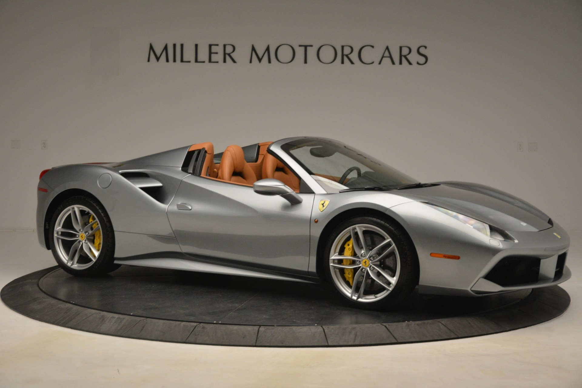 Used 2019 Ferrari 488 Spider  For Sale In Westport, CT 3216_p10