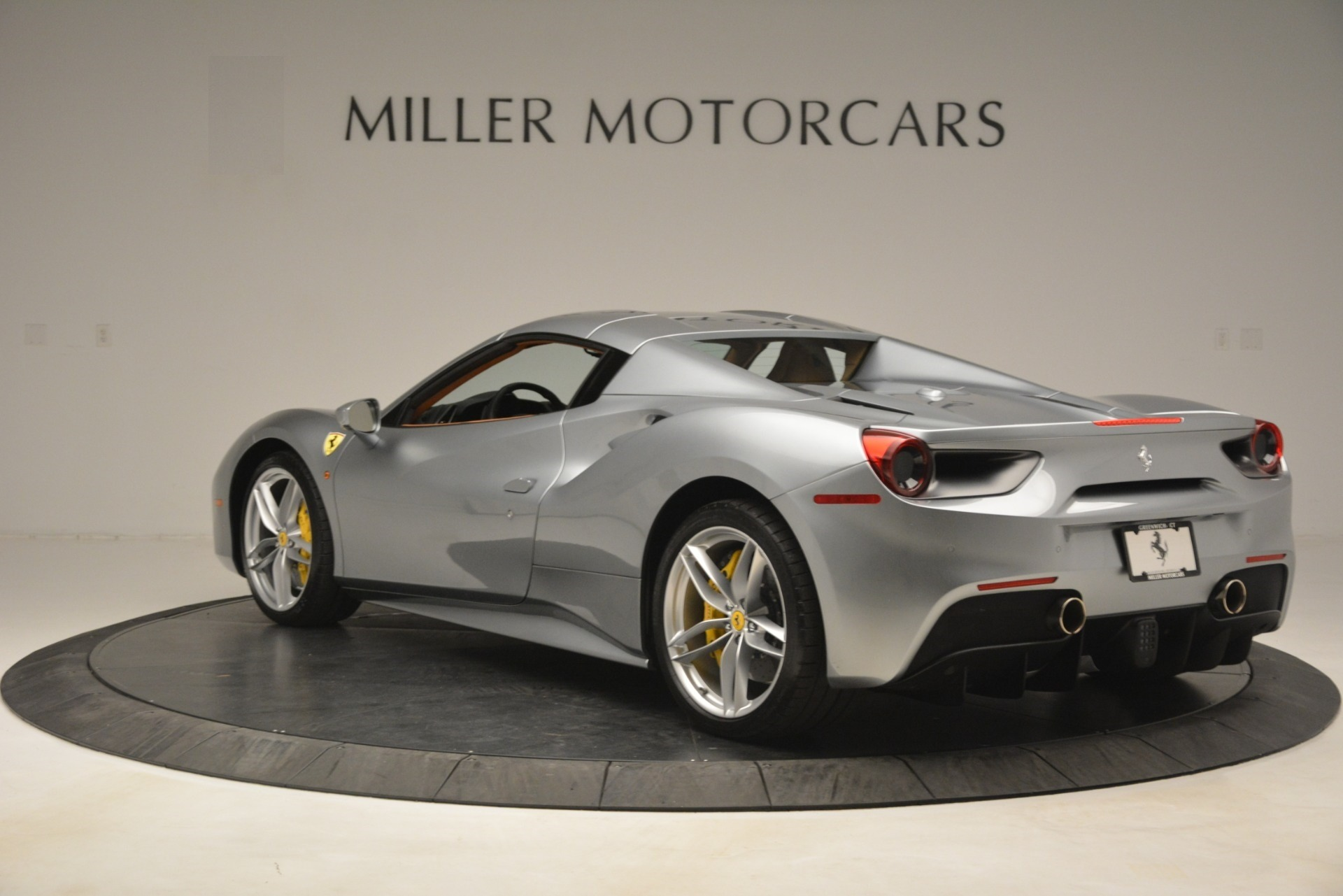Used 2019 Ferrari 488 Spider  For Sale In Westport, CT 3216_p15