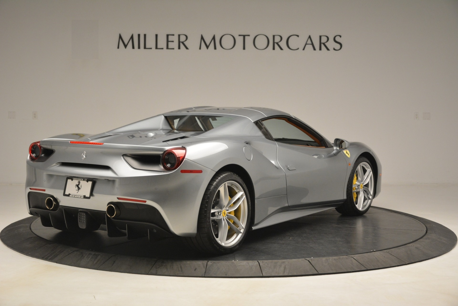 Used 2019 Ferrari 488 Spider  For Sale In Westport, CT 3216_p16