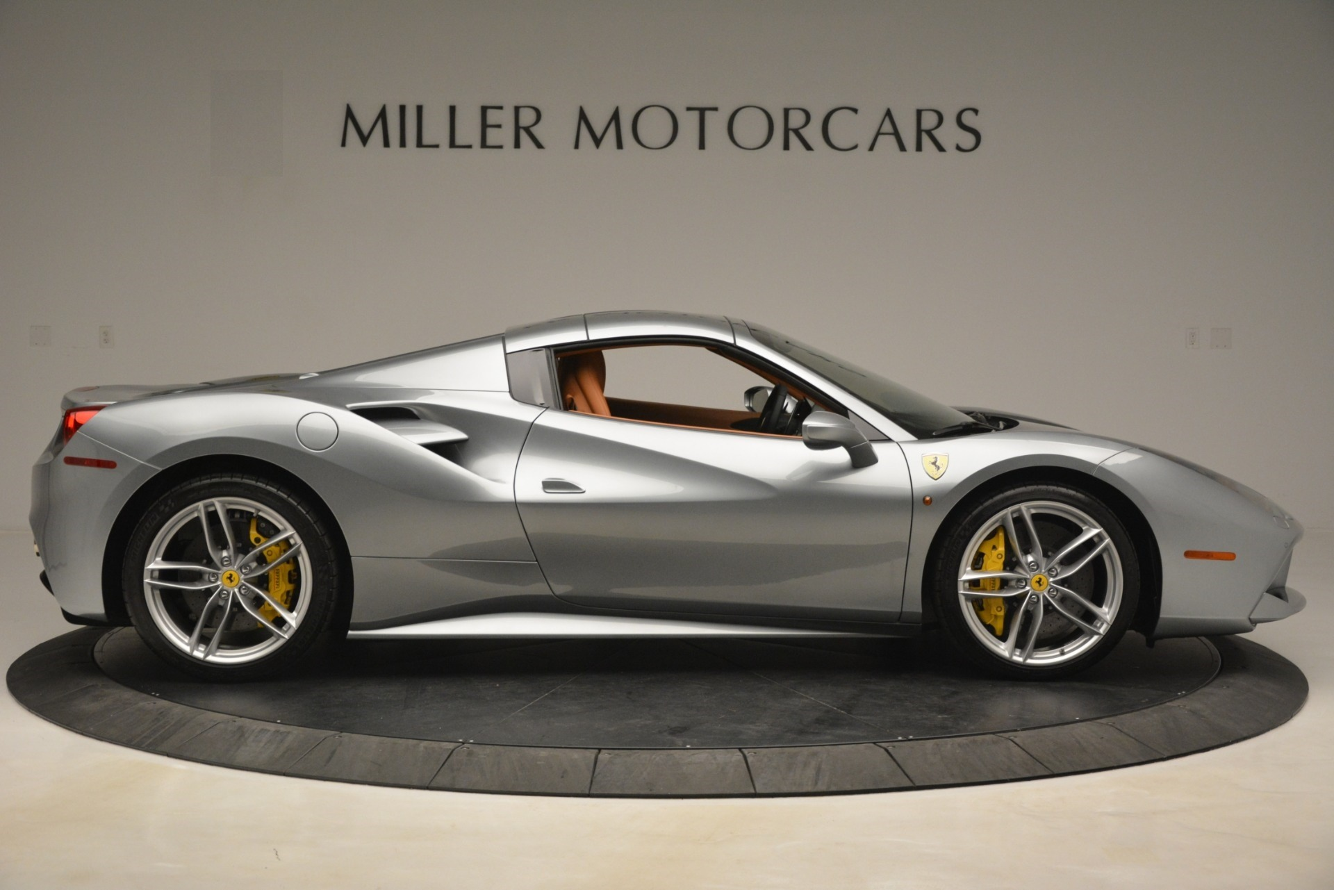 Used 2019 Ferrari 488 Spider  For Sale In Westport, CT 3216_p17