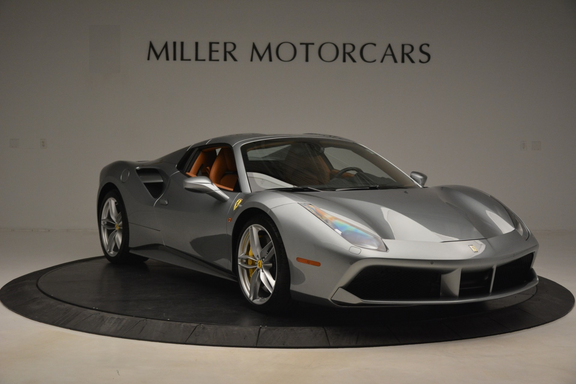 Used 2019 Ferrari 488 Spider  For Sale In Westport, CT 3216_p18