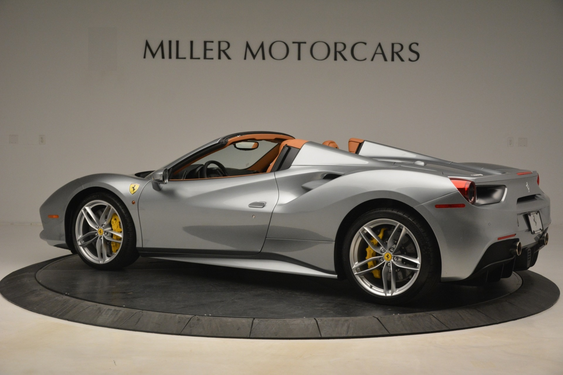 Used 2019 Ferrari 488 Spider  For Sale In Westport, CT 3216_p4