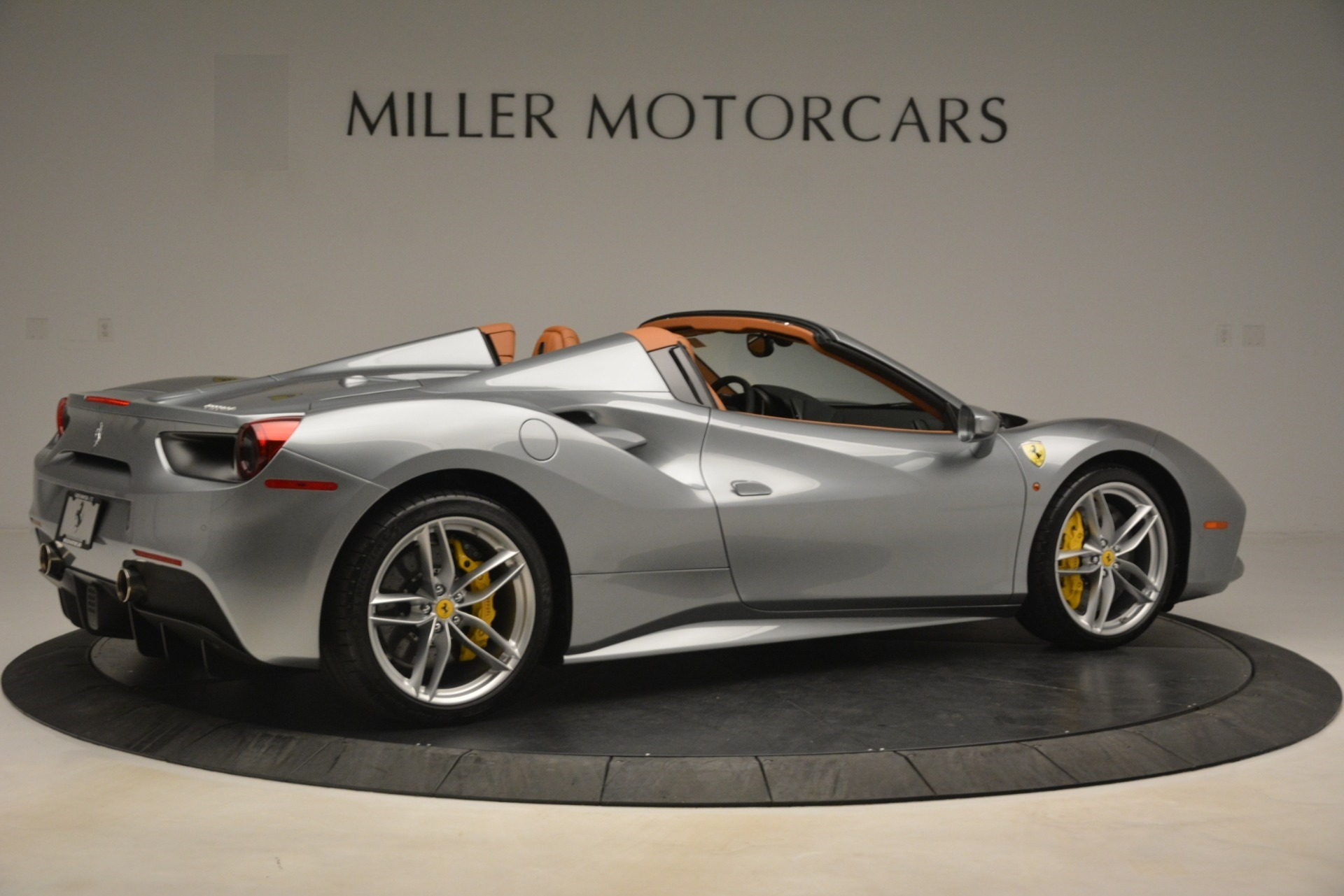 Used 2019 Ferrari 488 Spider  For Sale In Westport, CT 3216_p8