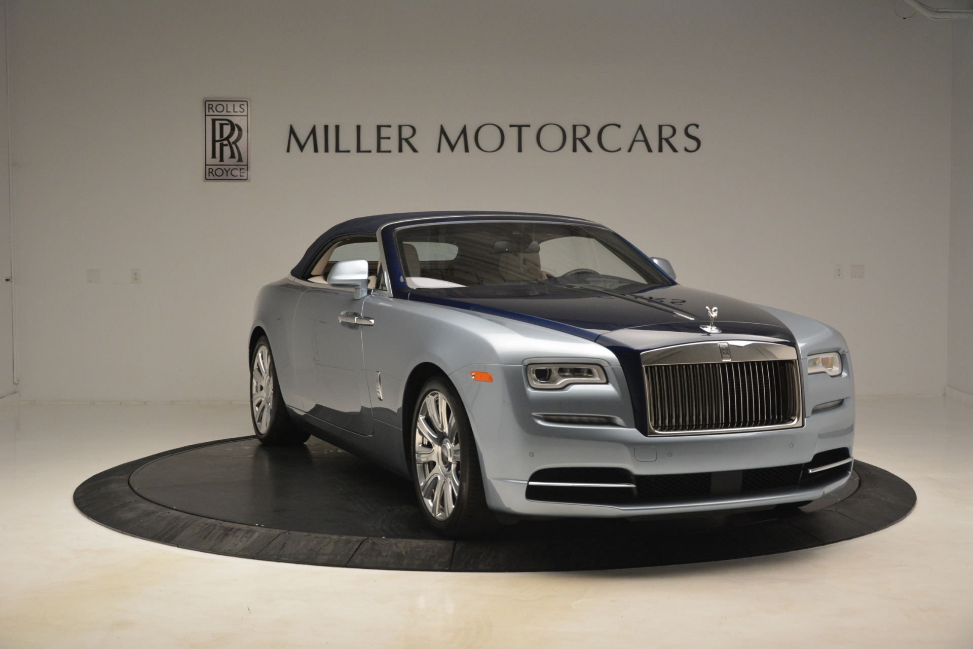 Used 2016 Rolls-Royce Dawn  For Sale In Westport, CT 3217_p10