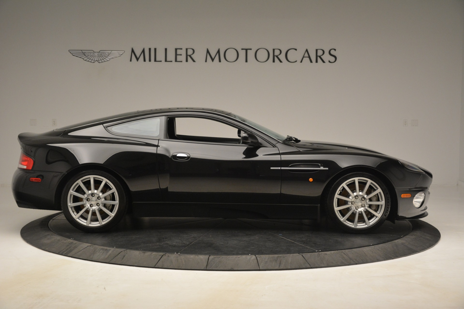 Used 2005 Aston Martin V12 Vanquish S Coupe For Sale In Westport, CT 3218_p9