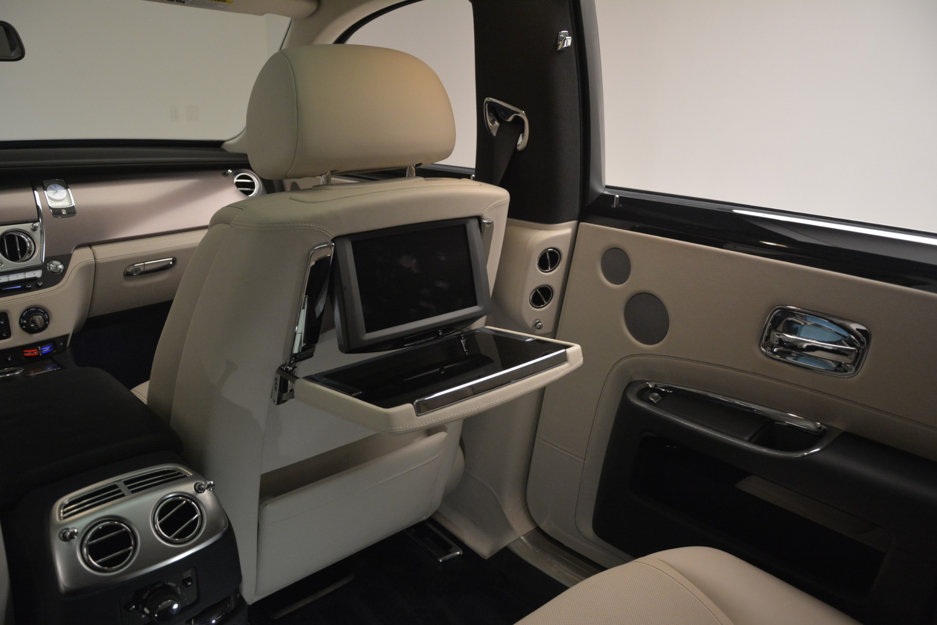 Used 2016 Rolls-Royce Ghost  For Sale In Westport, CT 3226_p23