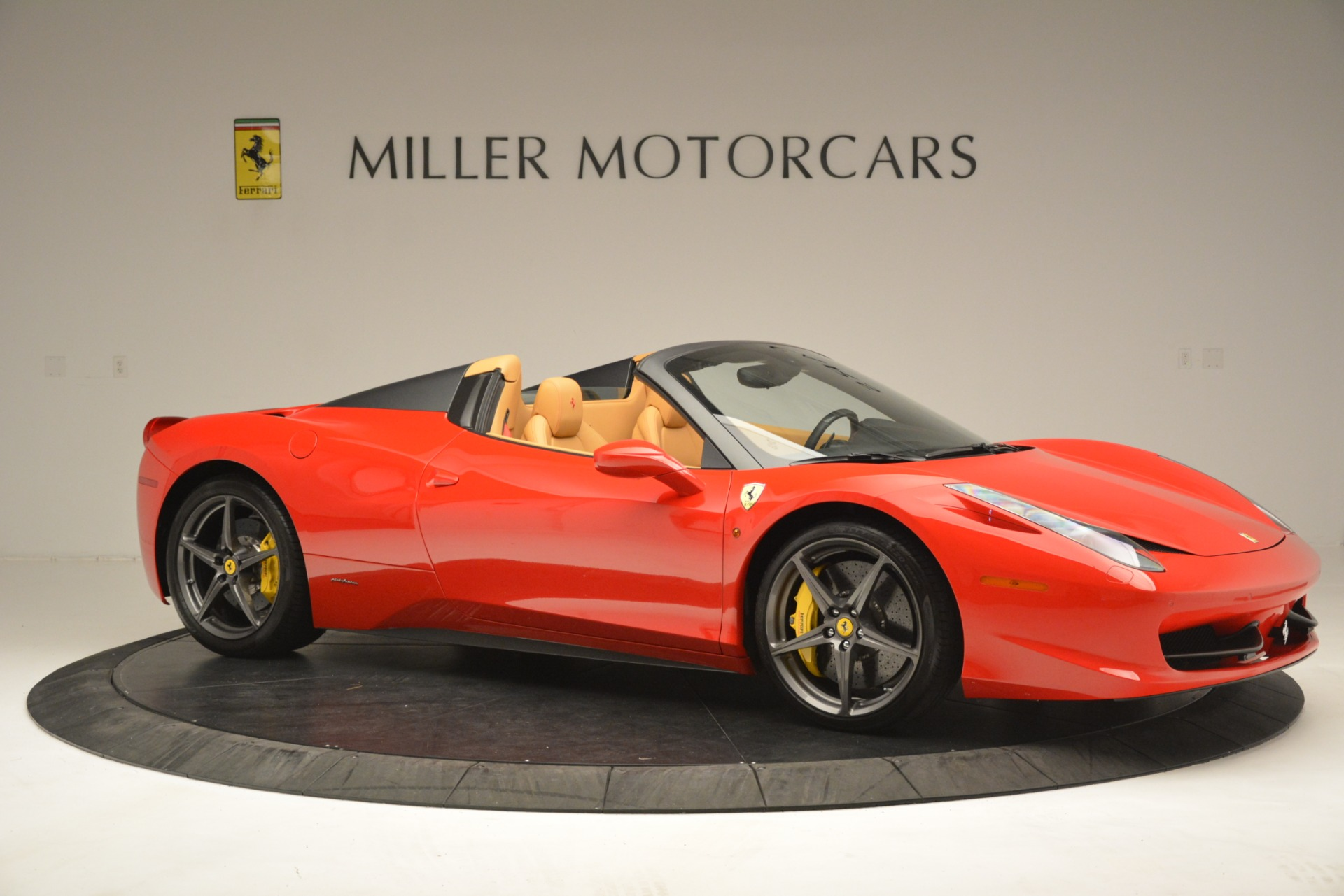 Used 2015 Ferrari 458 Spider  For Sale In Westport, CT 3233_p11