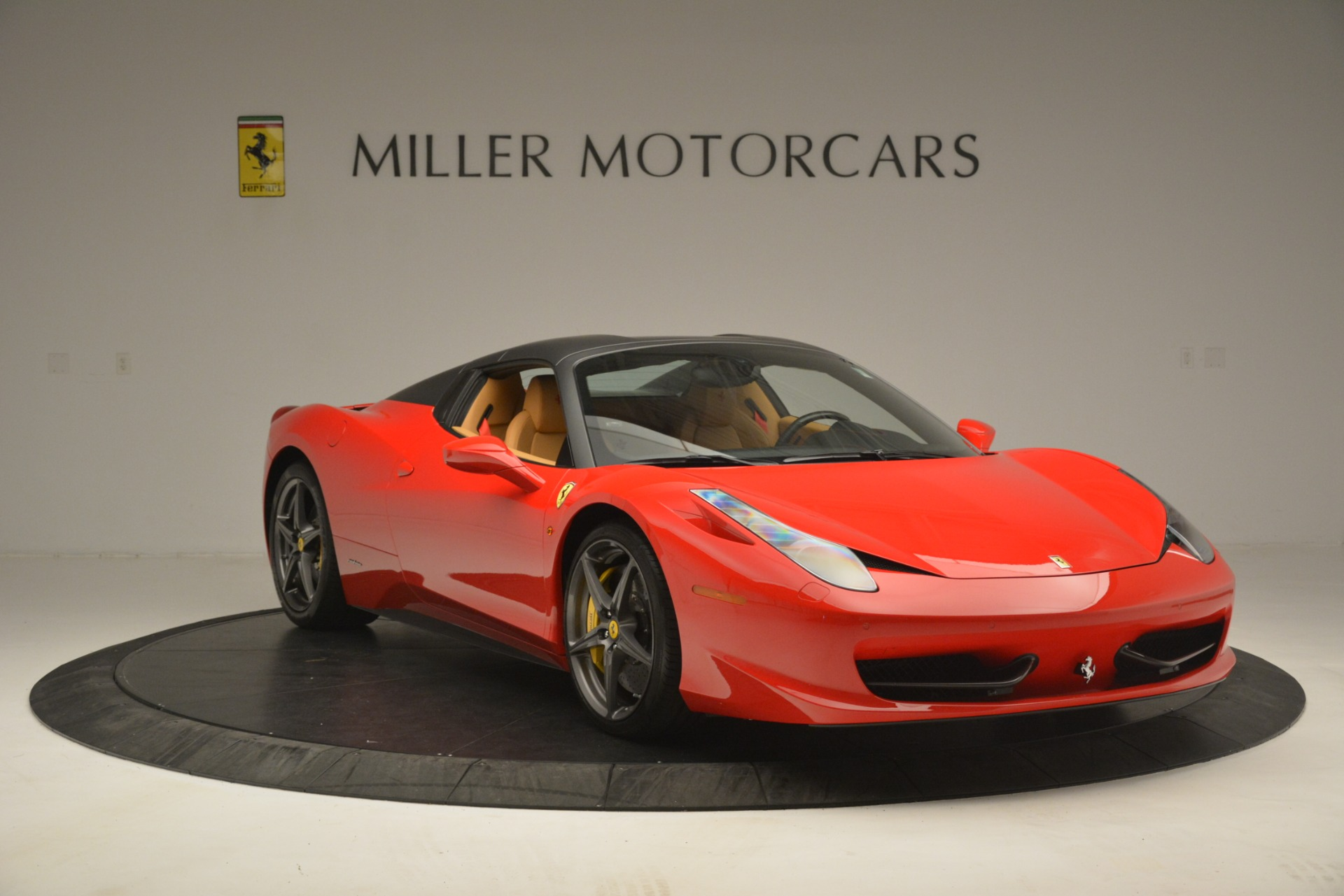 Used 2015 Ferrari 458 Spider  For Sale In Westport, CT 3233_p13