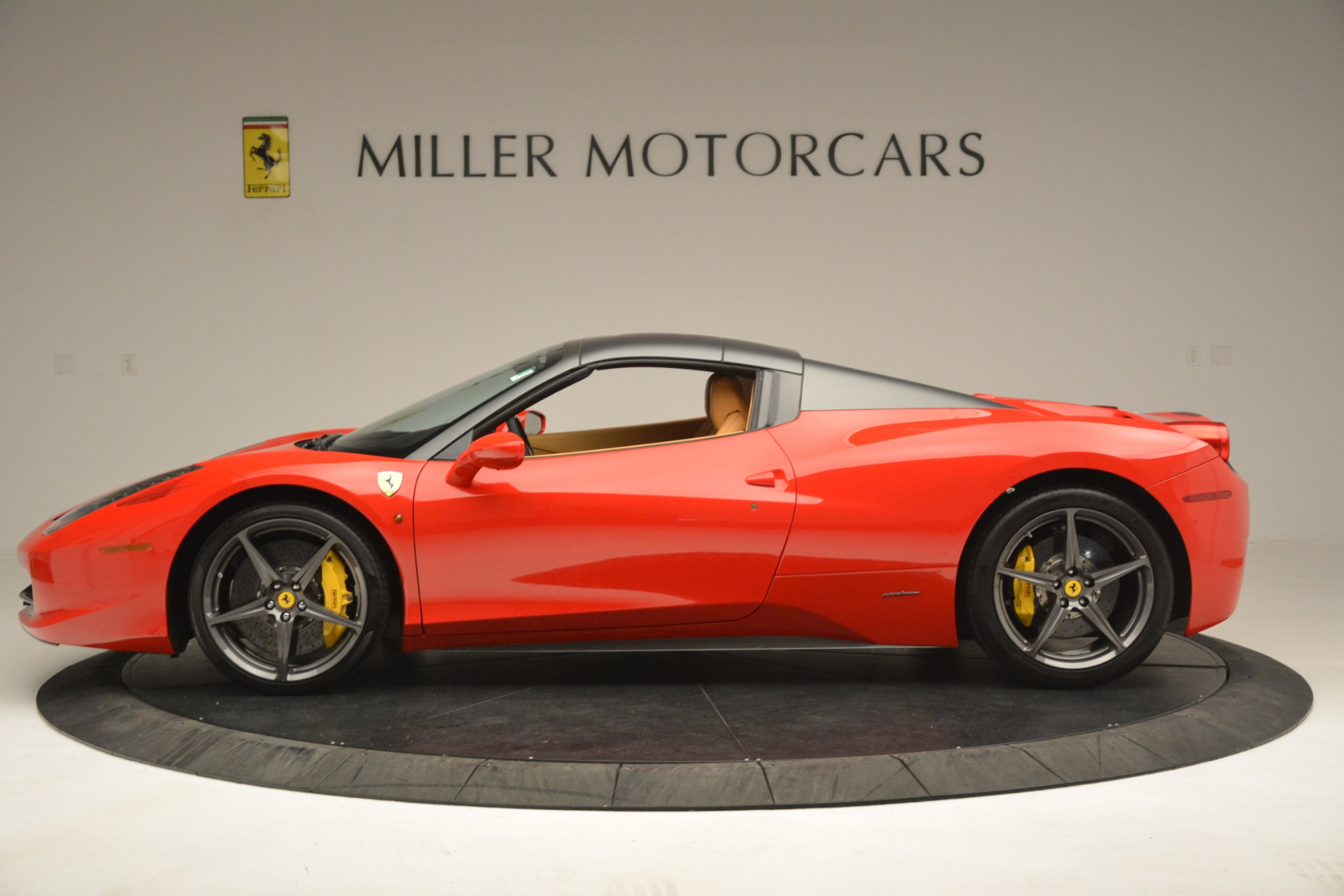 Used 2015 Ferrari 458 Spider  For Sale In Westport, CT 3233_p15