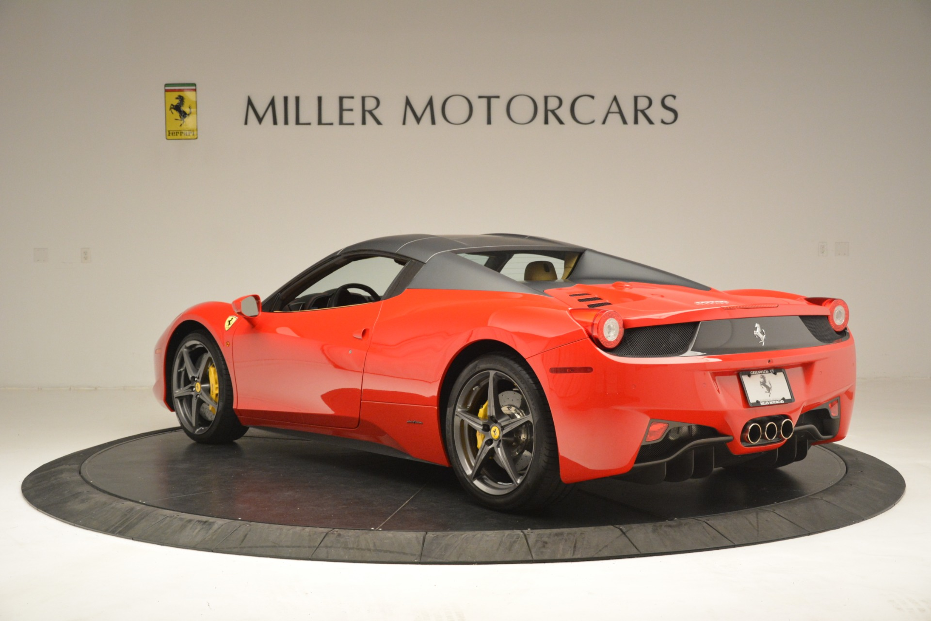 Used 2015 Ferrari 458 Spider  For Sale In Westport, CT 3233_p16