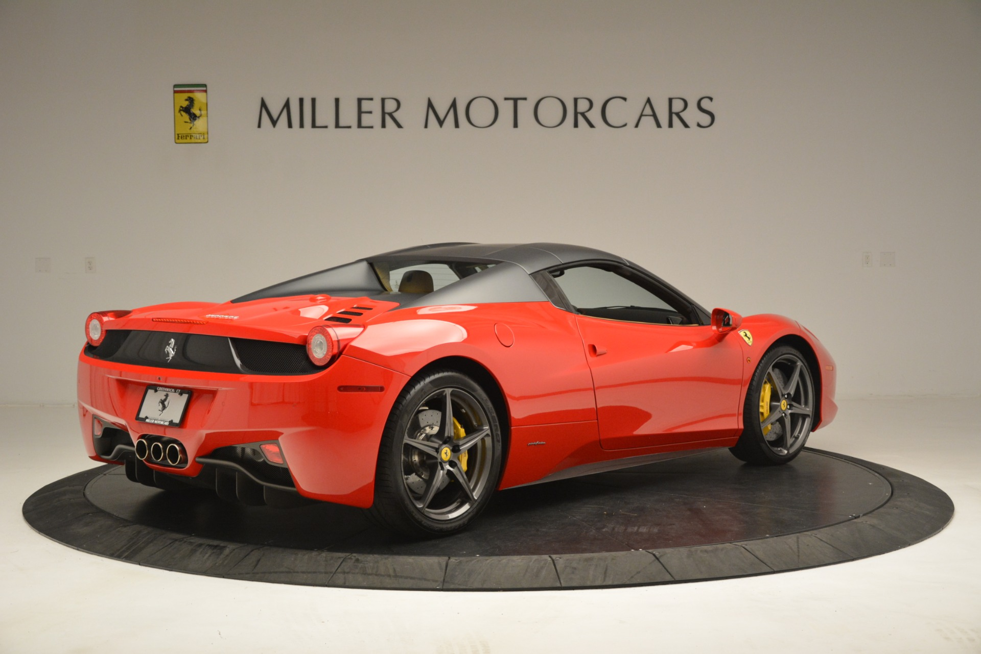 Used 2015 Ferrari 458 Spider  For Sale In Westport, CT 3233_p17