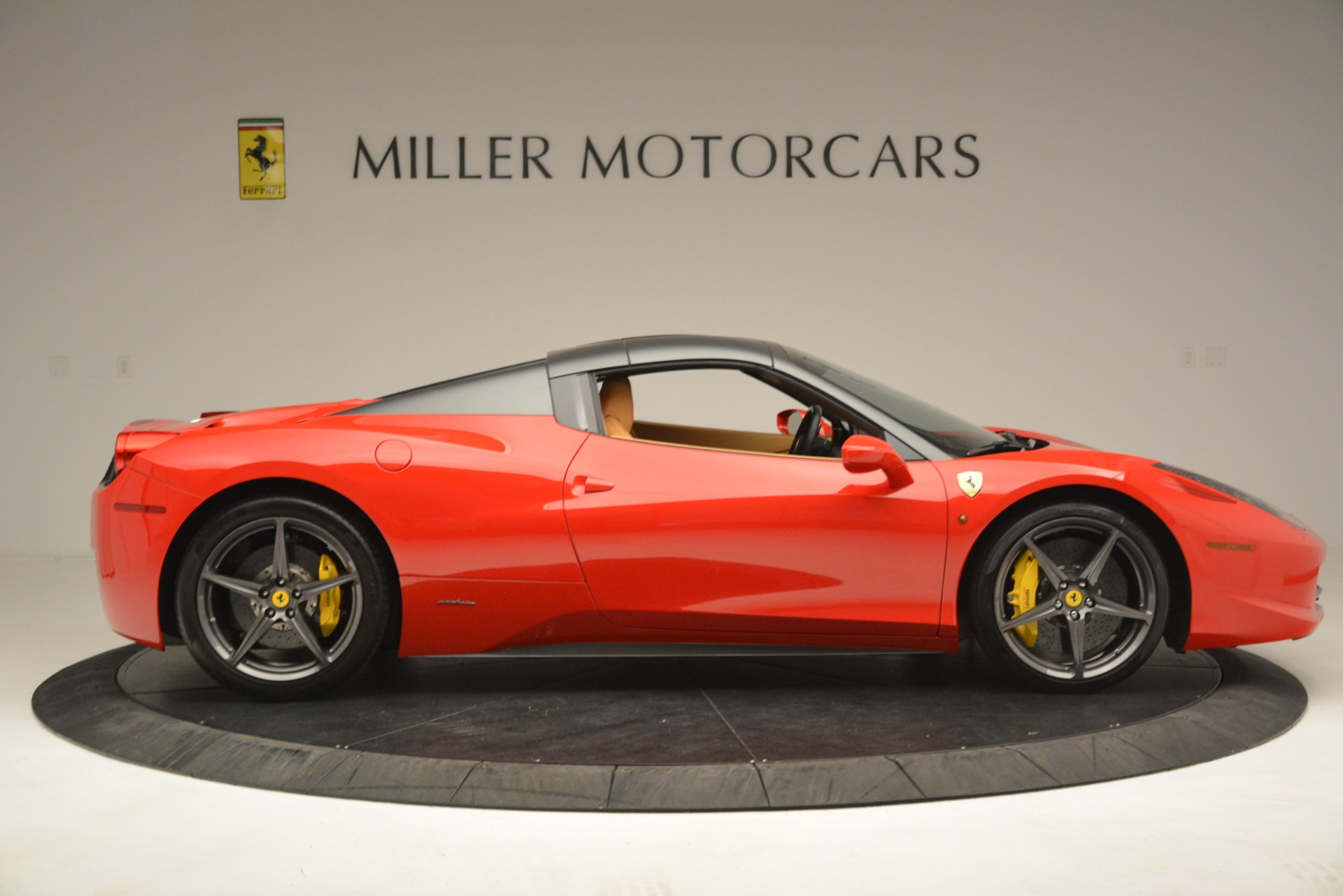 Used 2015 Ferrari 458 Spider  For Sale In Westport, CT 3233_p18