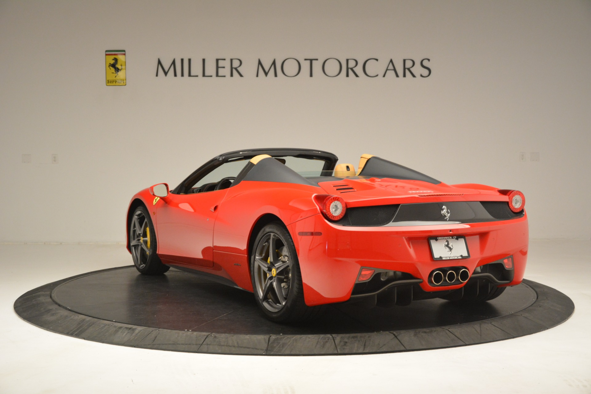 Used 2015 Ferrari 458 Spider  For Sale In Westport, CT 3233_p5