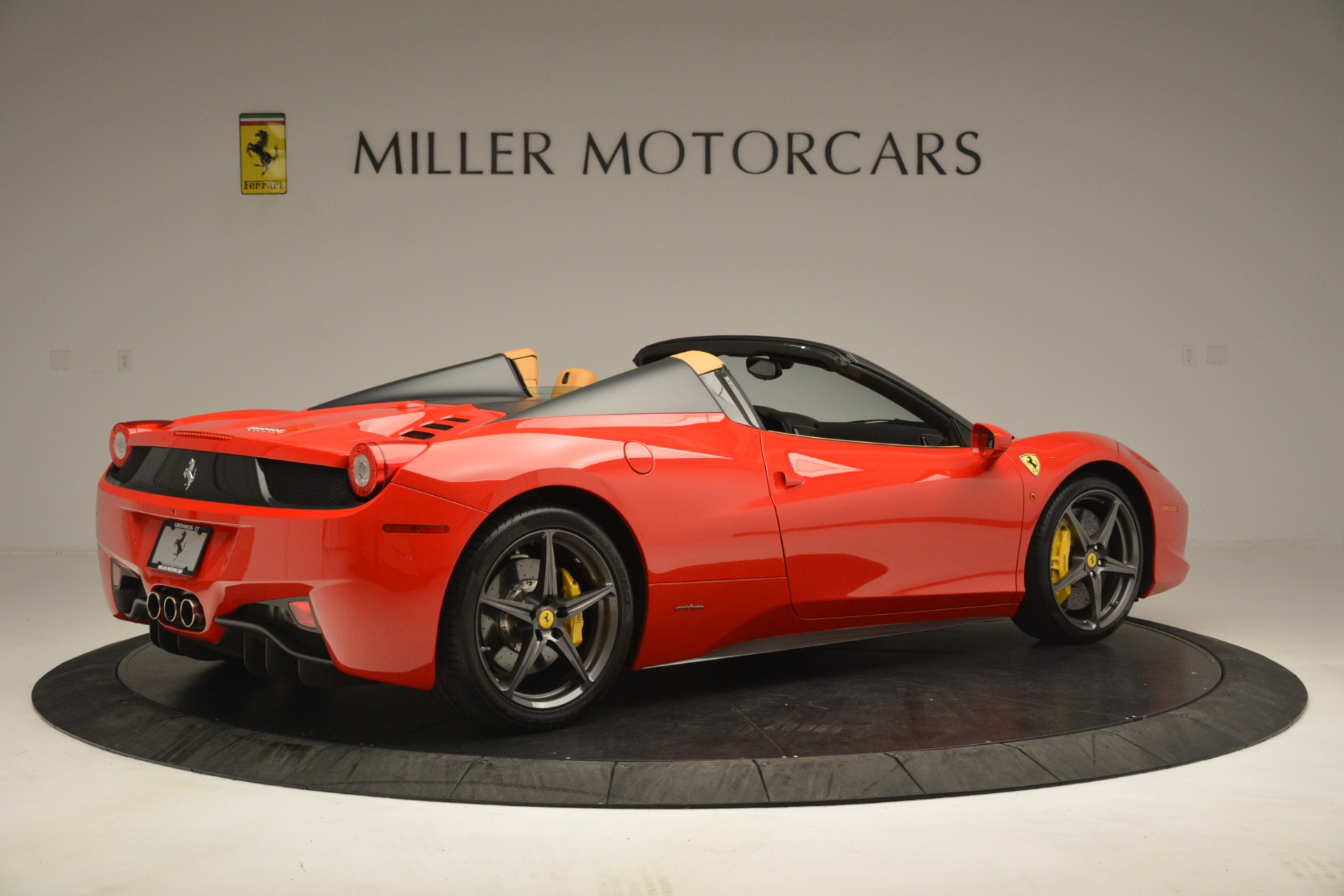 Used 2015 Ferrari 458 Spider  For Sale In Westport, CT 3233_p9